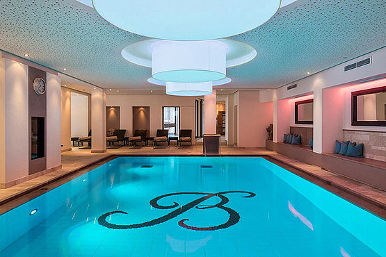 Indoor Pool im Family Spa des Wellnesshotel Bergwelt in Obergurgl Tirol